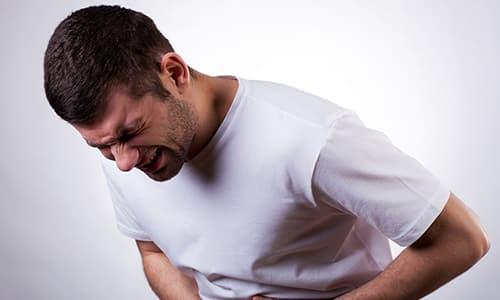 Возможность возникновения болезни не зависит от возраста, болезнь в мужском организме может развиться как в пожилом, так и в юношеском возрасте.